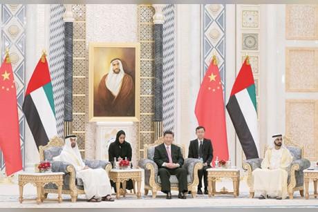 محمد بن راشد ومحمد بن زايد والرئيس الصيني يشهدون مراسم تبادل 13 اتفاقية ومذكرة تفاهم