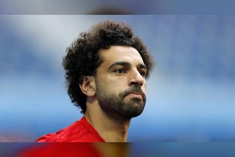 بعد تحقيق العديد من الإنجازات في كرة القدم... محمد صلاح يلعب السلة (فيديو)