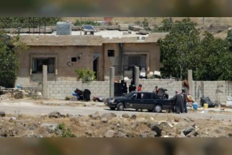 وصول دفعة اولى من المدنيين والمقاتلين الذين تم اجلاؤهم من القنيطرة الى الشمال السوري