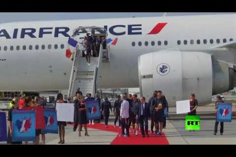 المنتخب الفرنسي تصل باريس حاملا كأس العالم