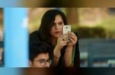 الناخبون الشباب يحاسبون السياسيين عبر هواتفهم الذكية في باكستان