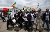 صور| الورد فى استقبال أول رحلة جوية من إثيوبيا إلى إريتريا منذ 20 عاما