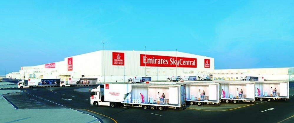 الإمارات للشحن تنقل الحاوية رقم مليون بين مطاري دبي وآل مكتوم - دوت امارات
