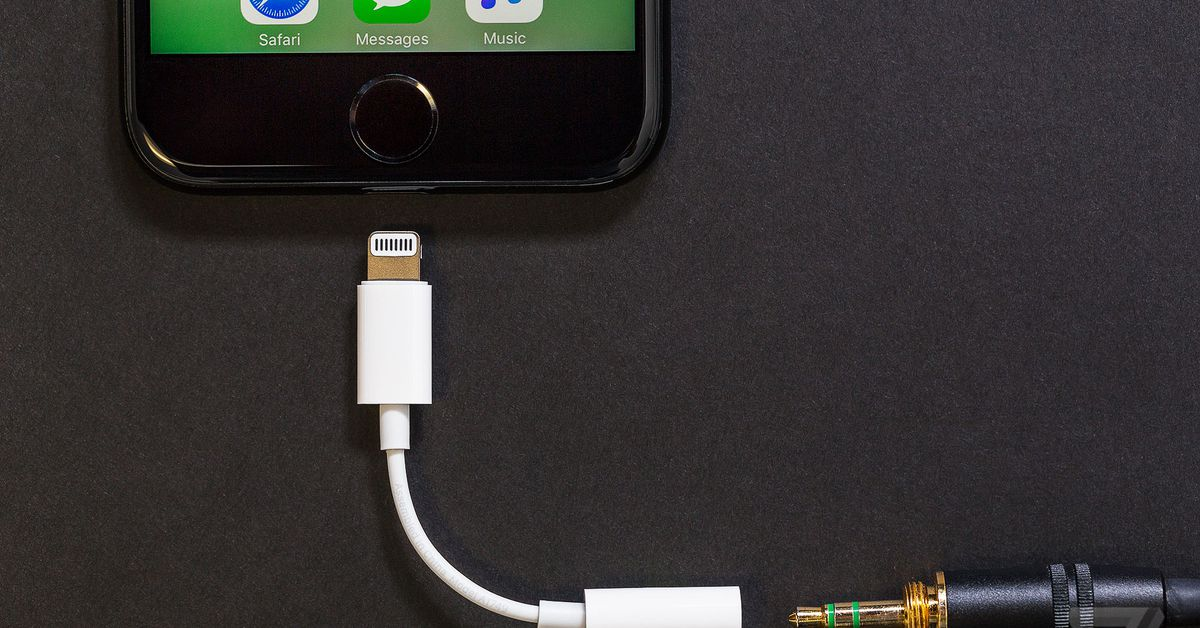 Apple no longer ships free headphone dongles with new iPhones - Dotemirates