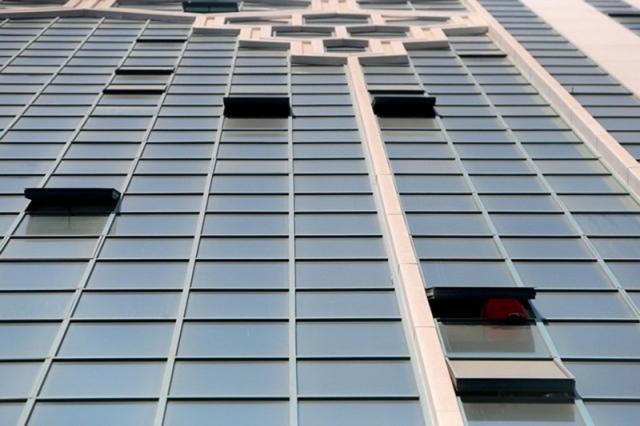 شرطة الشارقة تحقق في وفاة ثلاثينية إثر سقوطها من الطابق 19 - دوت امارات