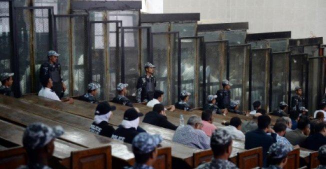 باريس تدعو إلى تعليق أحكام إعدام صادرة بحق 75 شخصاً في مصر - دوت امارات
