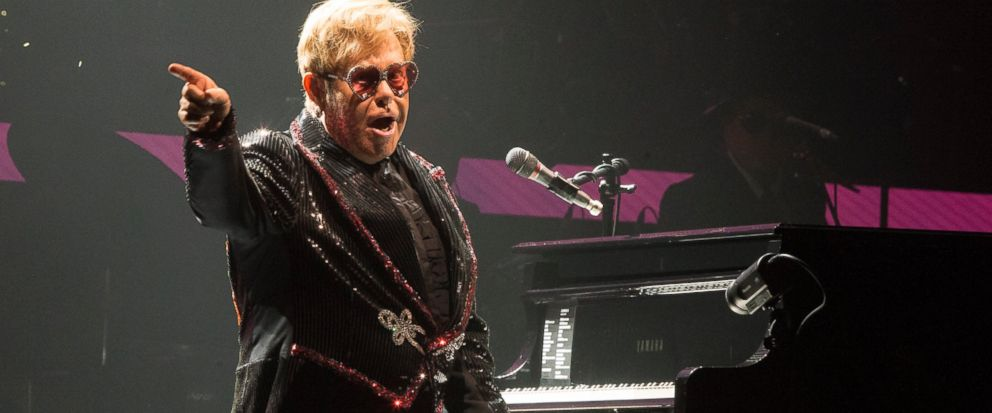 A confident Elton John kicks off farewell tour with flair - Dotemirates