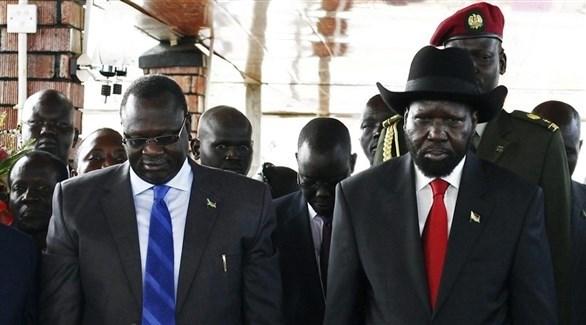 رئيس جنوب السودان سلفا كير وزعيم المتمردين ريك مشار يوقعان اتفاق سلام - دوت امارات