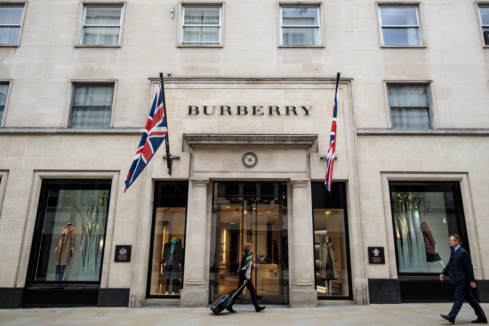 Burberry to stop burning clothes to prevent 'wrong people' wearing them - Dotemirates