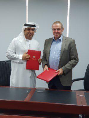وزارة الطاقة والصناعة توقع عقد دراسة حصاد مياه الأمطار ومنشآت الحماية من الفيضان - دوت امارات