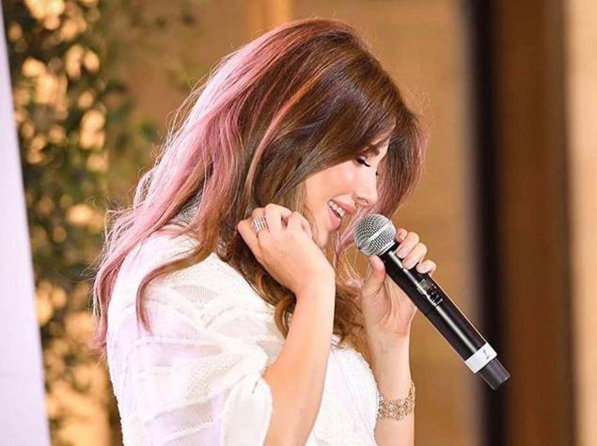 See Nancy Ajram's program showing her pregnancy, this is the cost - Dot Emarat