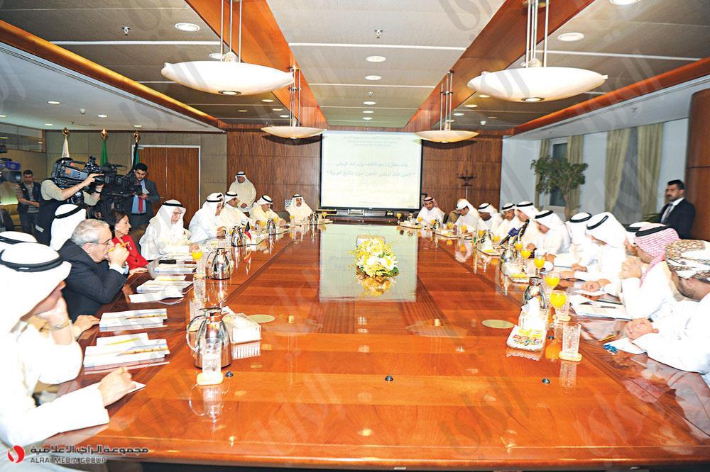 الزياني مخاطباً الغانم وأعضاء «الغرفة»: دوركم بارز في قيادة الاقتصاد الكويتي - دوت امارات
