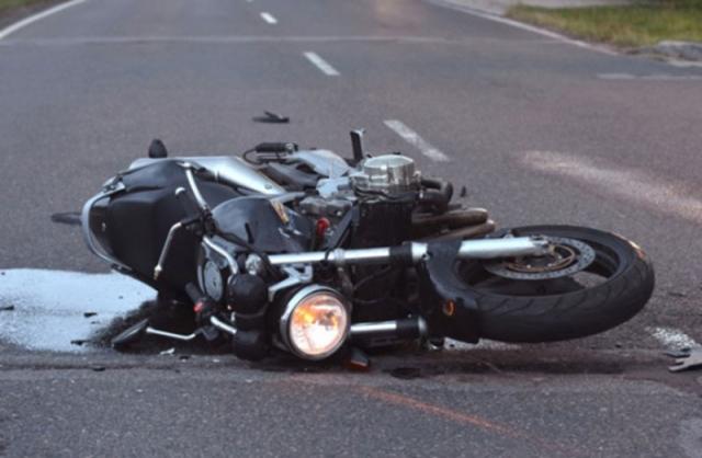 وفاة شاب مواطن اصطدمت دراجته النارية بسيارة نقل - دوت امارات