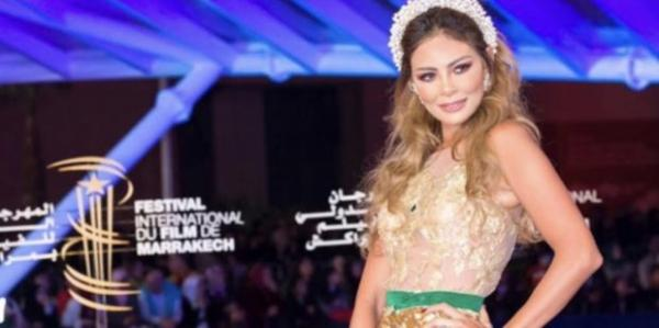 """فنانة مغربية تخلق الحدث في مهرجان مراكش للفيلم بسبب """"فستانها"""" الذهبي والجريء (صور) - دوت امارات"""