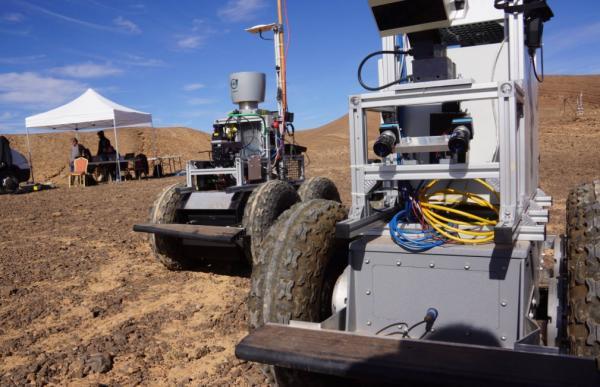 """الريصاني تتحول إلى أرض لكوكب """"المريخ"""" لتجربة روبوتات فضائية - دوت امارات"""