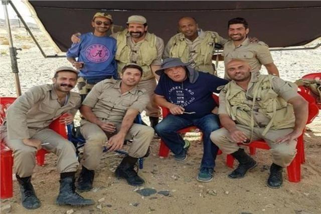بزي الصاعقة.. أحمد صلاح حسني ينشر صورا جديدة لأبطال «الممر» - دوت امارات