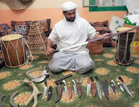 راشد الخديم: أصنع السيوف بلمسة جمالية - دوت امارات
