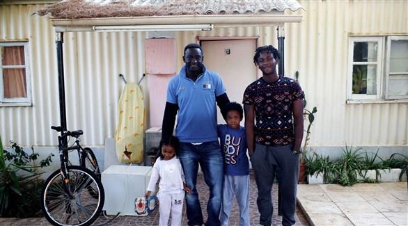 بعد 20 عاًماً لندن توافق على استقبال لاجئين أقاموا في قاعدة عسكرية بقبرص - دوت امارات